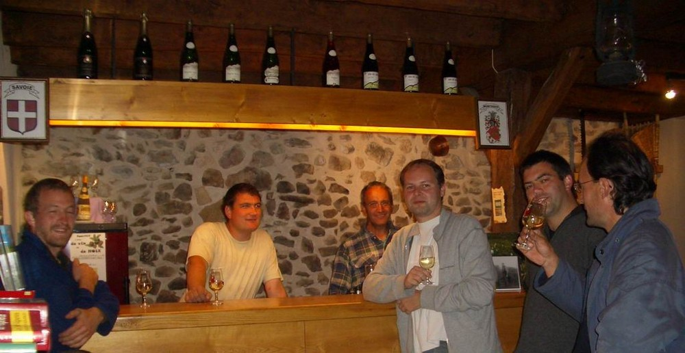 Degustation de vins de savoie dans la cave de Monthoux
